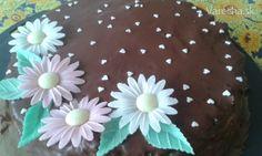 Január je v našej rodine narodeninový. Rada pečiem torty a hlavne, stále skúšam niečo nové. Aj teraz som sa nedala po klasike - osvedčenom recepte, ale našla som niečo nové. Recept som si pred prípravou prečítala, suroviny upravila na malú formu o priemere 19 cm a až pri miešaní cesta mi došlo, že netreba žiadnu múku. Ostala som vyplašená, ale výsledok ma milo prekvapil.