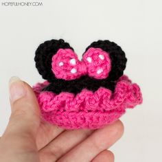 Minnie Mouse Inspired Baby Booties -- your baby girl will look so cute in these!