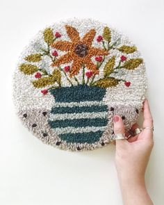 Got tired of corners so it's time for circles! This wall piece is ready for its new home! Now I have so many ideas for more… Embroidery Works, Hand Embroidery Designs, Diy Embroidery, Cross Stitch Embroidery, Embroidery Patterns, Hook Punch, Rug Yarn, Punch Needle Patterns, Rug Hooking Patterns