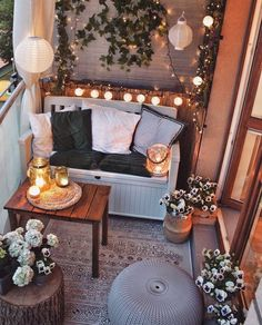 6 interior design trends for you (decor inspiration) - Cozy Home Decor Apartment Balcony Decorating, Apartment Balconies, Apartment Living, Living Room, Small Balcony Design, Small Balcony Decor, Balcony Ideas, Design Balcon, Cozy House