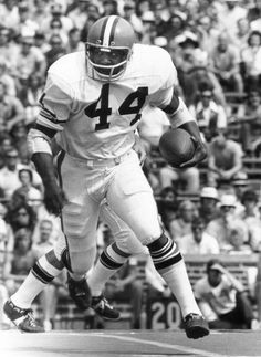 Hall of Fame running back Leroy Kelly of the Cleveland Browns