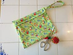 WET BAG ~ Zippered Wetbag DIY Tutorial from @Diaper Junction Cloth Diapers  #SEWING