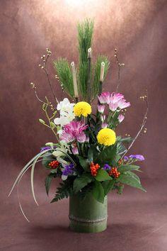 Winter Floral Arrangements, Ikebana Flower Arrangement, Beautiful Flower Arrangements, Wedding Flower Arrangements, Flower Centerpieces, Flower Vases, Flower Art, Beautiful Flowers, Deco Floral