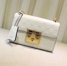 Gucci Small Signature Padlock Shoulder Bag Signature leatherKey with leather holderCamel microfiber lining with a suede-like finishSliding chain strap can be worn as a shoulder strap with drop or can be worn Handbags Uk, Handbags On Sale, Luxury Handbags, Cross Body Handbags, Pink Gucci Purse, Gucci Purses, Burberry Handbags, Gucci Padlock Bag, Designer Bags For Less
