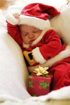 The cutest Santa Baby ever! Santa Baby, Cute Kids, Cute Babies, Foto Baby, Christmas Photography, Babies First Christmas, 1st Christmas, Newborn Christmas, Christmas Ideas