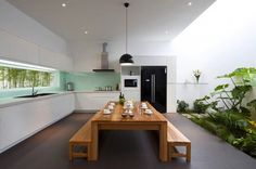 Glass Backsplash Green At The Simply Modern Kitchen With Wooden Dining Table Kitchen Backsplash Ideas, Make It Desirable by Your Own Taste Kitchen design Patio Interior, Kitchen Interior, Glass Kitchen, Kitchen Dining, Green Kitchen, Dining Room, Kitchen Plants, Dining Area, Kitchen Seating