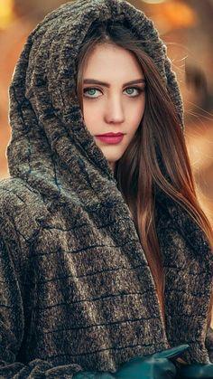 Beautiful girl having great skin Beautiful Muslim Women, Beautiful Hijab, Beautiful Indian Actress, Beautiful Eyes, Beautiful Actresses, Beautiful Blonde Girl, Beautiful Girl Photo, Stylish Girl Images, Stylish Girl Pic