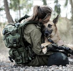 So DogGone Funny!: 14382 - Woman soldier takes an oath to her German Shepherd dog. Military Working Dogs, Military Dogs, Military Women, Police Dogs, Idf Women, Military Photos, Military Army, War Dogs, Amor Animal