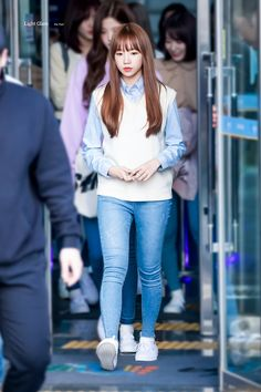 181017 JTBC Idol room, after recording, leave work Kpop Outfits, Korean Outfits, Fashion Idol, Girl Fashion, Korean Ootd, Yoo In Na, Airport Style, Airport Fashion, Street Style