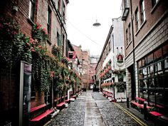 ....the cathedral quarter, belfast.....didn't reckon it when I lived there, but now find myself strangely nostalgic.....