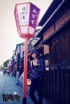 """에스엠루키즈 """"유타""""  SMROOKIES """"YUTA""""  昨年の秋、京都に行った時の写真です! 僕は京都の町並みがすごく好きです。 また行きたいですね〜"""