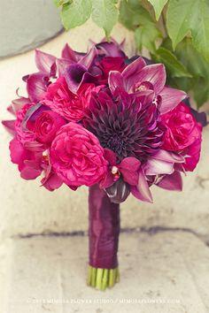 Bouquet fushia et aubergine « Inspire Moi // Le blog mariage carrément déco