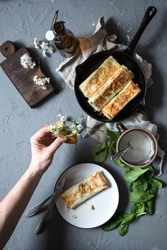 picante-jalapeno.blogspot.com: Ruloniki z ciasta filo z brokułem, serem feta i szpinakiem