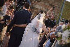 Saída dos noivos com bolinha de sabão, casamento, bolinhas de sabão
