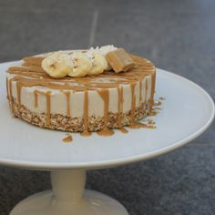 Raw Caramel banoffee cheesecake - with nuts Banoffee Cheesecake, Banoffee Cake, Banana Cheesecake, Caramel Cheesecake, Cheesecake Recipes, Vegan Cheesecake, Raw Dessert Recipes, Raw Vegan Desserts, Healthy Recipes