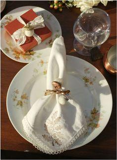 Idea para doblar y presentar la servilleta en la mesa de navidad