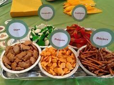#SnackBar #Camping #Fêted'enfants Wooloo   Une fête d'enfants sous le thème du Camping Biscuits Graham, 2nd Birthday, Buffet, Stuffed Mushrooms, Beef, Party, Chum, Organiser, Food