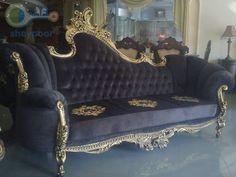 مبلمان مدل کلاسیک شامل یک کاناپه سه نفره-یک کاناپه دو نفره- دو مبل تکی و یک میز جلو مبل ورق طلا تماما منبت شده توسط هنرمندان و استادان منبت کاری