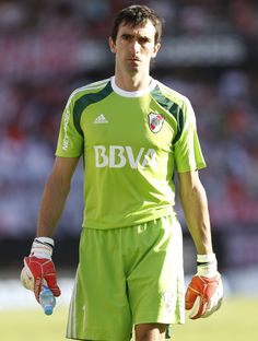 """Marcelo """"Trapito"""" Barover #River #Arquerazo #ParaPam Rugby, Football Players, Soccer, Mens Tops, Goaltender, Mariana, Amor, Football Drawings, Football Images"""