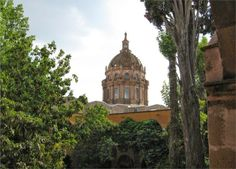 Un templo característico de San Miguel de Allende es Templo de la Concepción, data desde 1755, fue obra realizada por el arquitecto Ceferino Gutiérrez, dejando un estilo barroco en la fachada aunque en el interior cuenta con un estilo neoclásico.