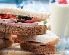 Kolmioleipien suolaiset täytteet x 3 - Kaakao kermavaahdolla Sandwiches, Recipes, Food, Wraps, Essen, Meals, Ripped Recipes, Paninis, Eten