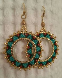Turquoise, black, and red delicas Gold beads. Seed Bead Jewelry, Seed Bead Earrings, Women's Earrings, Beaded Jewelry, Handmade Jewelry, Beaded Bracelets, Beads And Wire, Gold Beads, Brick Stitch Earrings