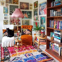 Boho design and decor can be intimidating, but this inspiration proves you can bring the boho look home. Boho decor ideas and design have never been so doable, no matter the space you're working with. Maximalist Interior, Boho Dekor, Design Exterior, Boho Designs, Estilo Boho, Eclectic Decor, New Room, Home Interior, Interior Ideas