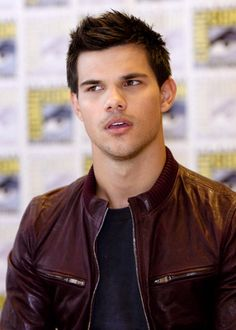 Taylor Lautner poster, mouse Scream Queens, Taylor Lautner Shirtless, Jacob Black Twilight, Kellan Lutz, Elizabeth Gillies, Attractive Guys, Joe Jonas, Michigan, Actor Model