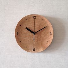 まんまる掛け時計(natural) 掛け時計・置き時計 LOCO...SHOP 通販|Creema(クリーマ) ハンドメイド・手作り・クラフト作品の販売サイト Rustic Wall Clocks, Wood Clocks, Diy Projects For Men, Wood Projects, Wall Clock Design, Natural Interior, Wood Bowls, Wood Turning, Room Decor
