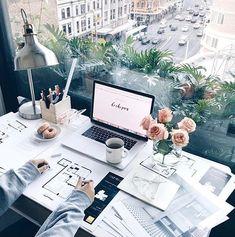 Le luxe de travailler pour soi, chez soi, avec vue, bref le rêve suprême #jemeritemieux #luxe