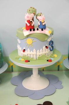 Cute CAKE at a Peppa Pig Party with Lots of Fun Ideas via Kara's Party Ideas | KarasPartyIdeas.com #PeppaPig #PartyIdeas #PartySupplies #cake
