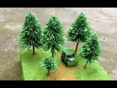 This is guide to making miniature pine tree, it's very easy and cute. Crepe Paper Crafts, Crepe Paper Flowers, How To Make Trees, Model Tree, 3d Quilling, Miniature Trees, Glitter Houses, Trendy Tree, Christmas Villages