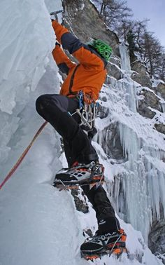 Elio Bonfanti: Ice Climber and AKU's friends Outdoor Life, Outdoor Fun, Ice Climber, Climbing Everest, Trekking Shoes, Cold Night, Mountain Climbing, Thrillers, Extreme Sports