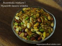 Avalakki mixture or avalakki snacks recipe explained with step by step pictures. Avalakki mixture or thin poha chivda is a tea time snacks recipe prepared using thin beaten rice, peanuts, roasted gram, cashews, dry coconut and spices. Indian Snacks, Indian Food Recipes, Ethnic Recipes, Bean Recipes, Snack Recipes, Mixture Recipe, Poha Recipe, Tea Time Snacks, Indian Dishes