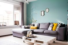 Decorating And Adding Color To Rooms With White Walls (14)