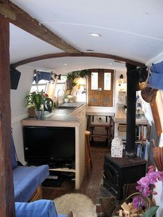 narrowboat houseboat interior design Beautiful Narrow boat and Houseboat Interior Design for inspiration and Some Clever Compact Living Solutions Barge Interior, Interior Design, Interior Ideas, Glamping, Airstream, Canal Boat Interior, Trailers, Canal Barge, Barge Boat