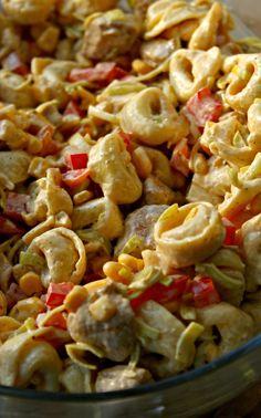 Kulinarne Inspiracje: Sałatka tortellini z kurczakiem i nutą curry Salad Recipes, Diet Recipes, Cooking Recipes, Chicken Recipes, Recipies, Tortellini Salad, Pasta Salad, Fast Dinners, Easy Meals