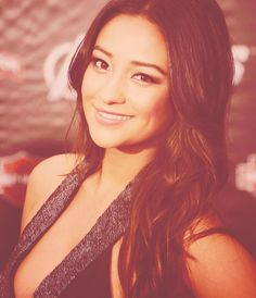 Her smile is absolutely stunning❤Shay Mitchell everyone<3