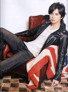 Matsumoto Jun - he is J Drama (from Japanese Boys Over Flowers) Asian Boys, Asian Men, Jun Matsumoto, Hong Ki, Park Hyung, Song Joong, Park Seo Joon, Tight Leather Pants, Park Bo Gum
