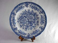 Royal Straffordshire J G Meakin China 10 Dinner Plate in England Flow Dark Blue Blue And White China, Dark Blue, Plan My Wedding, Dinner Plates, Decorative Plates, Tableware, Flow, England, Kitchen