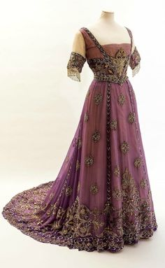 Princess Alexandra's mauve silk chiffon embroidered dress, which dates to 1911 Five museum fashion shows not to miss, including items from Britain's royals and Frida Kahlo's closet Edwardian Dress, Edwardian Fashion, Vintage Fashion, Edwardian Era, Victorian Evening Gown, Vintage Beauty, Vintage Gowns, Mode Vintage, Vintage Outfits