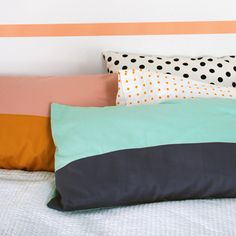 Lisa from We Are Scout shares a tutorial at Craft Tuts+ showing how you can make these wonderful color blocked pillowcases. The color blocking adds an unexpected punch of color. They are easy to … Diy Pillows, Cushions, Pillow Shams, Pillow Cases, Caravan Decor, Creature Comforts, Textiles, Color Blocking, Colour Block