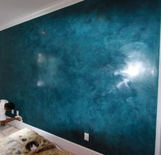 Ceiling Design: Awesome Wall Using Venetian Plaster In Hyper Blue Matched With White Ceiling And Smooth Baseboard Molding For Home Interior Design Ideas Asian Paints Wall Designs, Asian Paint Design, Stucco Paint, Painting Textured Walls, Faux Painting, Interiores Art Deco, Wall Texture Design, Wall Painting Living Room, Venetian Plaster Walls
