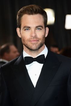 The precise moment Chris Pine got so GD sexy. Cris Pine, Liam Hemsworth, Perfect Boy, Hottest Photos, Cute Guys, Pretty Boys, Comedians, Star Trek, Beautiful Men