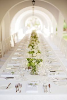 simple & elegant / white and green table