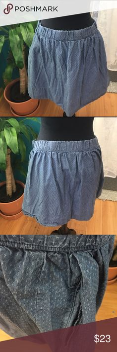Gap pull on chambray skirt Adorable pockets! Great staple piece. GAP Skirts Midi