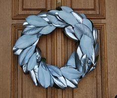 LOVE this magnolia wreath from Richella at http://www.impartinggrace.com.  And she made it for free!