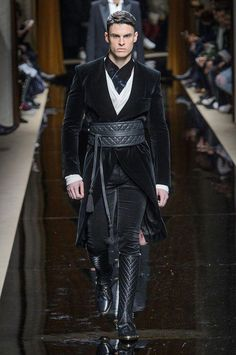 Fall/Winter 2016 Olivier Rousteing presented his Fall/Winter 2016 collection for Balmain during Paris Fashion Week.Olivier Rousteing presented his Fall/Winter 2016 collection for Balmain during Paris Fashion Week. Fashion Week, Runway Fashion, Winter Fashion, Fashion Outfits, Fashion Tips, Fashion Trends, Paris Fashion, Men's Fashion, Steampunk Mode