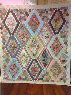Lorna's 13 panel hexagon quilt. Brigitte Giblin design.
