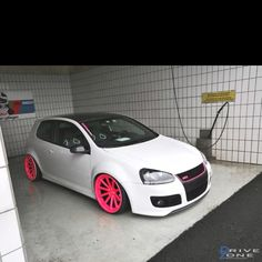 Pink Shoes for the Volkswagen Golf Mk 5 GTI Swizz Edition